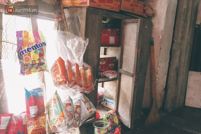 Có một cửa tiệm 60 năm của bà trùm tạp hóa ở Hà Nội khiến ai đi qua cũng nhớ về tuổi thơ - Ảnh 7.