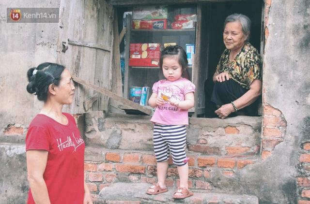 Có một cửa tiệm 60 năm của bà trùm tạp hóa ở Hà Nội khiến ai đi qua cũng nhớ về tuổi thơ - Ảnh 10.