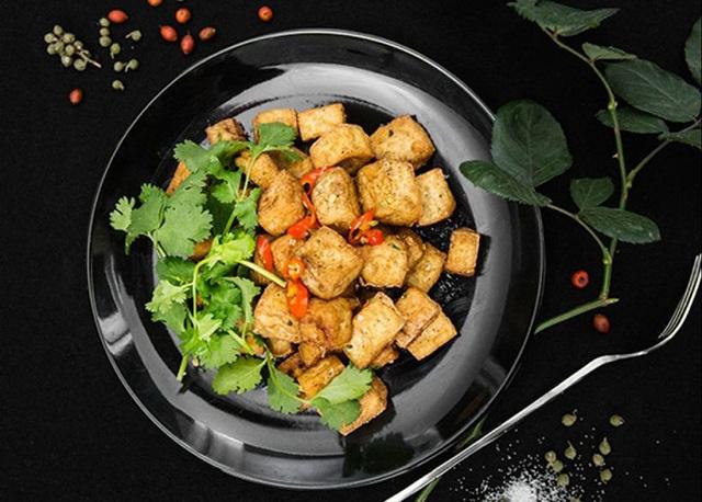 Cách làm món đậu phụ chiên muối tiêu - Ảnh 2.