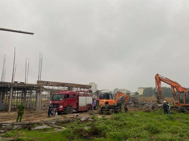Tìm thấy thi thể 2 công nhân tử vong trong vụ sập giàn giáo công trình ở Bắc Ninh - Ảnh 1.