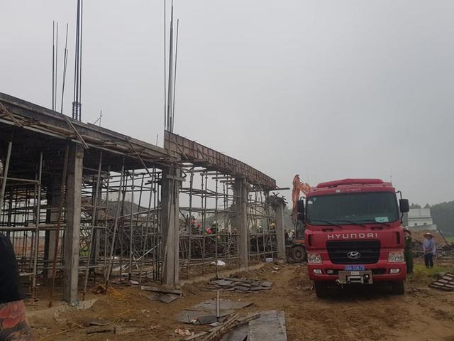 Tìm thấy thi thể 2 công nhân tử vong trong vụ sập giàn giáo công trình ở Bắc Ninh - Ảnh 2.