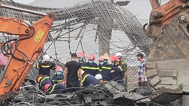 Tìm thấy thi thể 2 công nhân tử vong trong vụ sập giàn giáo công trình ở Bắc Ninh - Ảnh 3.