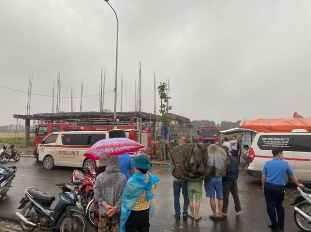 Tìm thấy thi thể 2 công nhân tử vong trong vụ sập giàn giáo công trình ở Bắc Ninh - Ảnh 5.