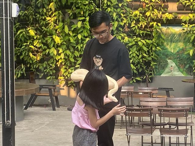 Trẻ em Sài Gòn háo hức đến quán cà phê độc nhất vô nhị chơi đùa với thú cưng tiền tỷ - Ảnh 11.