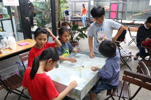 Trẻ em Sài Gòn háo hức đến quán cà phê độc nhất vô nhị chơi đùa với thú cưng tiền tỷ - Ảnh 6.