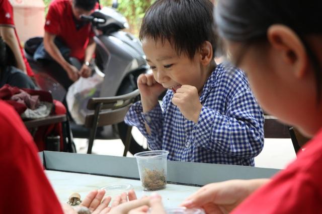 Trẻ em Sài Gòn háo hức đến quán cà phê độc nhất vô nhị chơi đùa với thú cưng tiền tỷ - Ảnh 2.