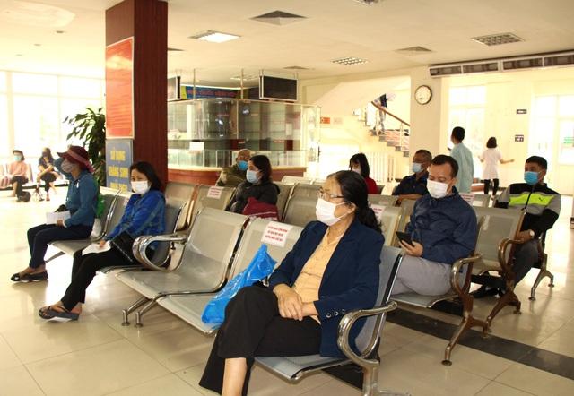 Người dân vui mừng khi nơi từng là bệnh viện dã chiến điều trị bệnh nhân mắc COVID-19 ở Hải Dương hoạt động trở lại - Ảnh 12.