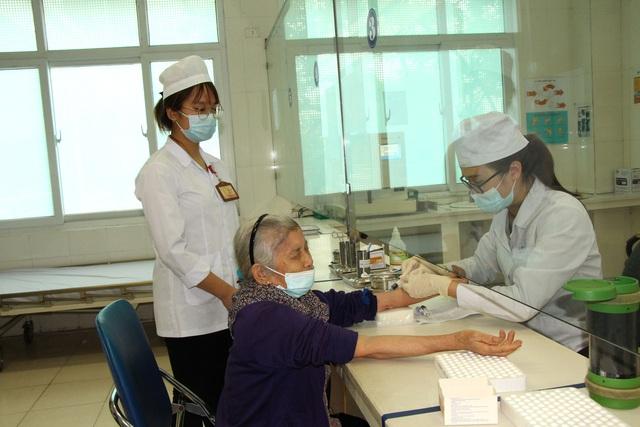 Người dân vui mừng khi nơi từng là bệnh viện dã chiến điều trị bệnh nhân mắc COVID-19 ở Hải Dương hoạt động trở lại - Ảnh 16.