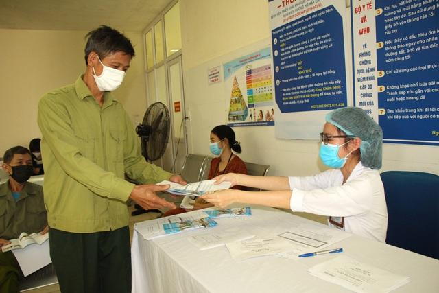 Người dân vui mừng khi nơi từng là bệnh viện dã chiến điều trị bệnh nhân mắc COVID-19 ở Hải Dương hoạt động trở lại - Ảnh 10.