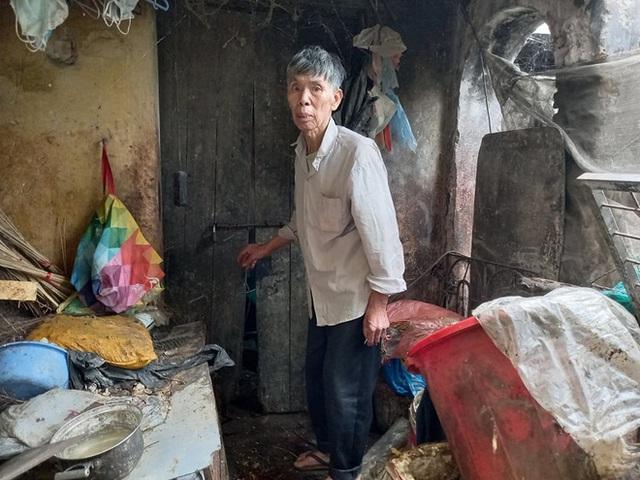 Cận cảnh căn nhà cấp bốn bị rác bủa vây của nữ lao công bị sát hại thương tâm - Ảnh 3.
