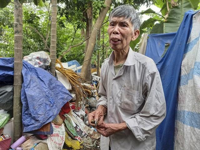 Cận cảnh căn nhà cấp bốn bị rác bủa vây của nữ lao công bị sát hại thương tâm - Ảnh 5.