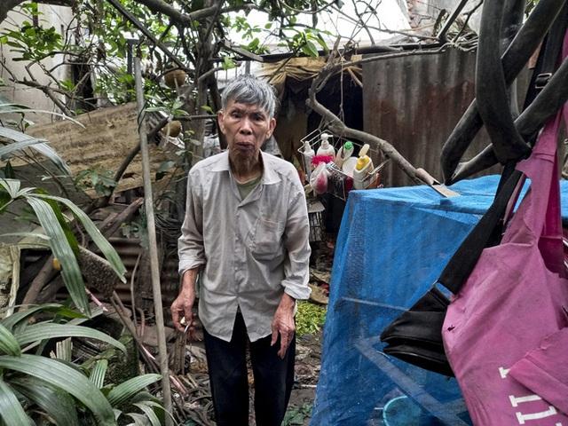 Cận cảnh căn nhà cấp bốn bị rác bủa vây của nữ lao công bị sát hại thương tâm - Ảnh 7.