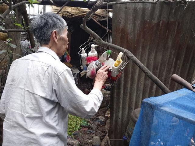 Cận cảnh căn nhà cấp bốn bị rác bủa vây của nữ lao công bị sát hại thương tâm - Ảnh 9.