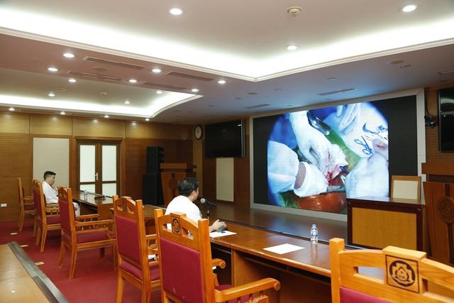 Từ Hà Nội, bác sĩ hội chẩn trực tuyến từ xa cứu bệnh nhân mủn nát ruột thừa tại ngư trường Trường Sa - Ảnh 2.