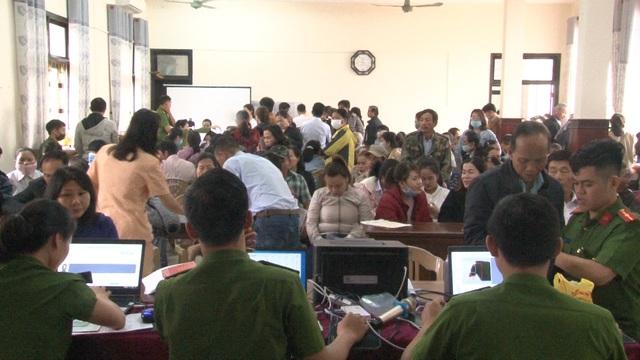 Thừa Thiên – Huế: Công an làm việc xuyên ngày, đêm cấp thẻ căn cước công dân - Ảnh 5.