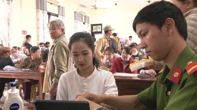 Thừa Thiên – Huế: Công an làm việc xuyên ngày, đêm cấp thẻ căn cước công dân - Ảnh 6.