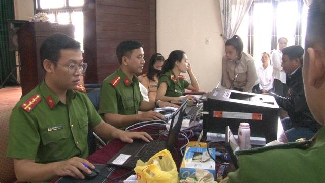 Thừa Thiên – Huế: Công an làm việc xuyên ngày, đêm cấp thẻ căn cước công dân - Ảnh 7.
