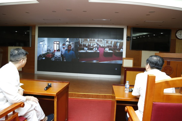 Từ Hà Nội, bác sĩ hội chẩn trực tuyến từ xa cứu bệnh nhân mủn nát ruột thừa tại ngư trường Trường Sa - Ảnh 1.