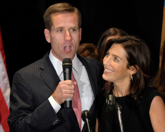 Chân dung cô con dâu vướng chuyện tình ái với em chồng trong gia đình Tổng thống Joe Biden - Ảnh 2.