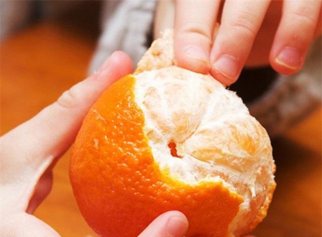 Ăn cam rất bổ nhưng phạm phải 1 điều cấm kị này là độc hại gấp đôi, ân hận mấy cũng muộn - Ảnh 1.