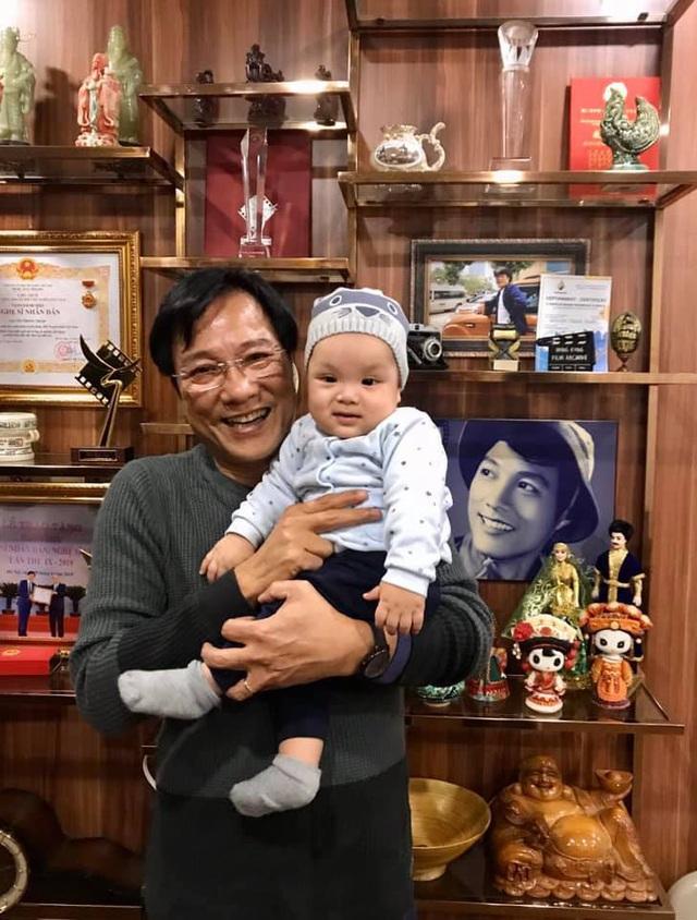 NSND Trọng Trinh: 'Tuổi 64 tôi có con nhỏ đúng là gay go' - Ảnh 4.