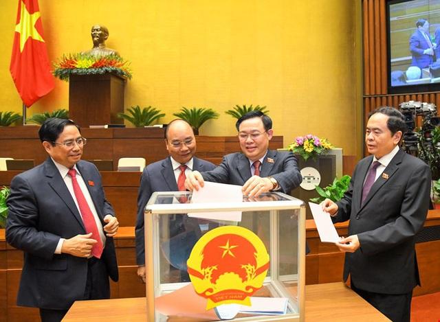 Miễn nhiệm Phó Thủ tướng Trịnh Đình Dũng và các thành viên Chính phủ - Ảnh 2.