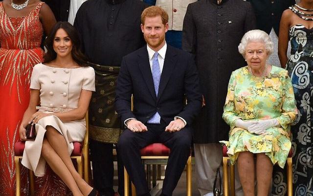 Meghan Markle tự từ chối mọi ưu ái của Nữ hoàng Anh, tự lựa chọn cuộc sống độc lập tài chính - Ảnh 2.