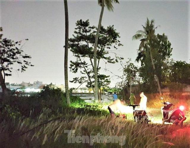 Phát hiện thi thể nam giới đang phân hủy trên sông Sài Gòn  - Ảnh 1.