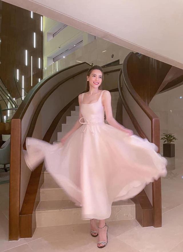 Hà Hồ bị fan bóc nhược điểm vóc dáng khi diện váy gợi cảm nhưng vẫn tự tin khoe dáng với cả loạt đồ sexy hết nấc - Ảnh 1.