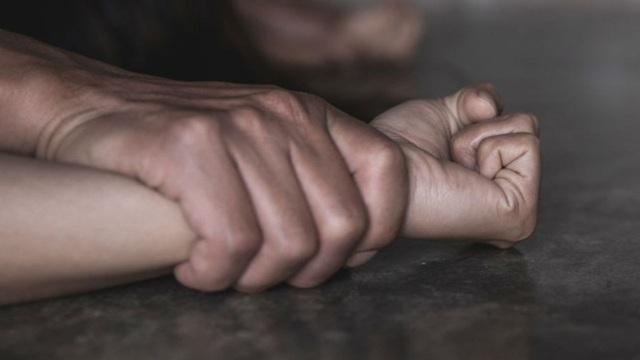 Gã bạn trai đốn mạt lừa thiếu nữ để nhóm bạn hiếp dâm tập thể suốt nhiều ngày - Ảnh 2.