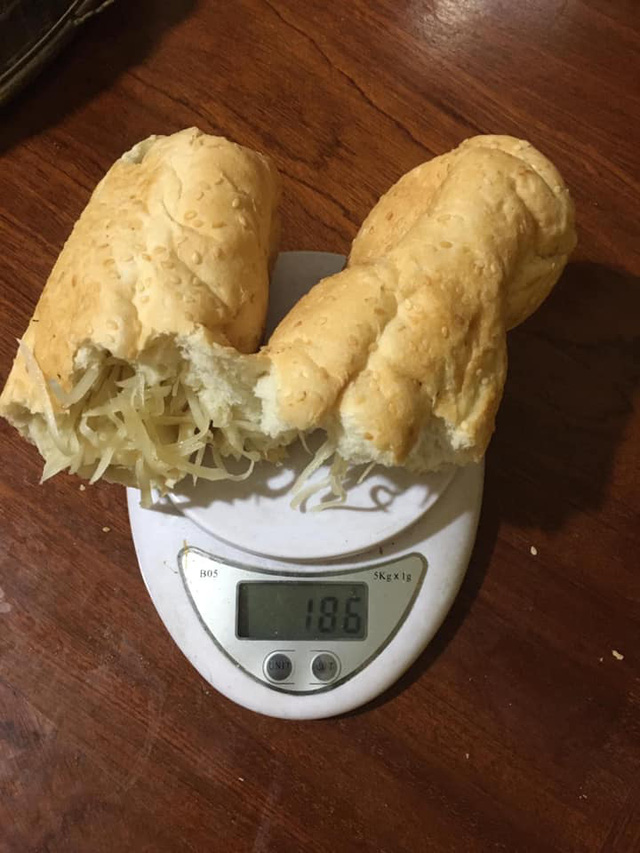 Đặt mua bánh mì siêu dừa, thành phẩm đến tay gây choáng váng: Lưa thưa vài hạt vừng, còn dừa tàng hình - Ảnh 12.