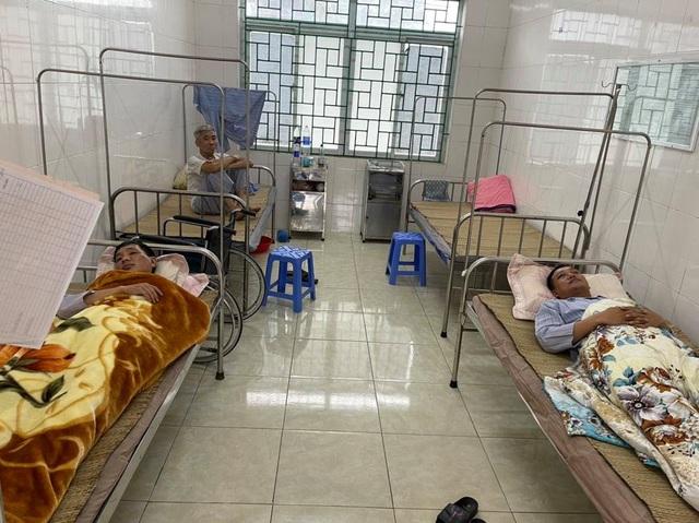 Hòa Bình: Truy bắt cặp đôi vận chuyển ma túy, 2 chiến sĩ CSGT bị thương - Ảnh 1.
