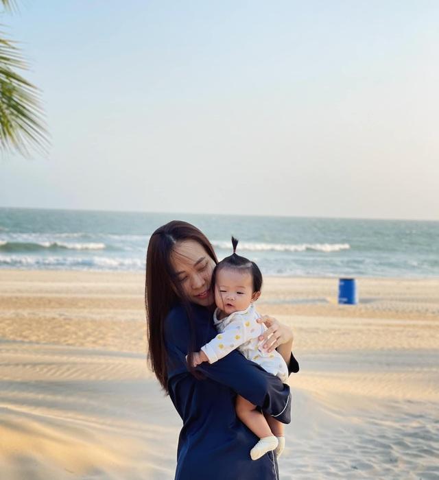 Cuộc sống bỉm sữa của Cường Đô La và Đàm Thu Trang: Từ tay chơi siêu xe có tiếng đến ông bố quần đùi, áo phông chăm con thay vợ - Ảnh 15.