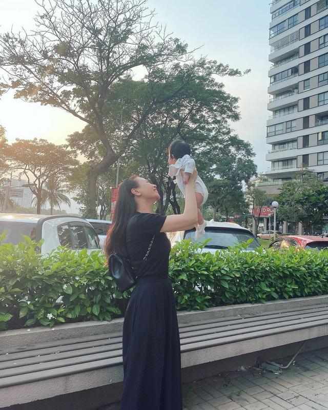 Cuộc sống bỉm sữa của Cường Đô La và Đàm Thu Trang: Từ tay chơi siêu xe có tiếng đến ông bố quần đùi, áo phông chăm con thay vợ - Ảnh 16.