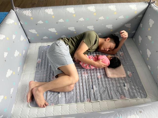 Cuộc sống bỉm sữa của Cường Đô La và Đàm Thu Trang: Từ tay chơi siêu xe có tiếng đến ông bố quần đùi, áo phông chăm con thay vợ - Ảnh 8.