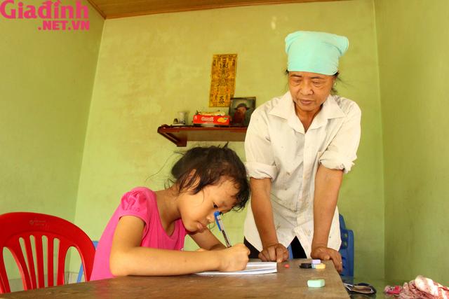 Nỗi đau và mong ước cháy bỏng người mẹ nghèo khuyết tật bị bệnh tật bủa vây nuôi con gái thiểu năng   - Ảnh 11.