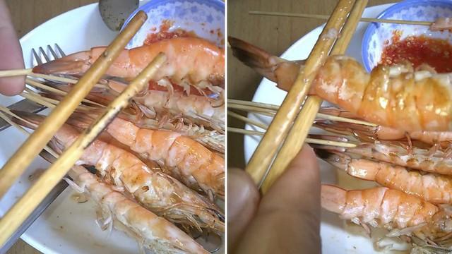 Đi ăn cỗ bóc vỏ tôm chín cách này sẽ không bị nóng hay bẩn tay mà còn được khen là khéo léo, duyên dáng - Ảnh 4.
