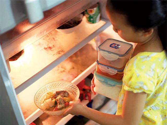 Cô gái ngất xỉu do thường xuyên ăn rau để qua đêm, hậu quả từ thói quen xấu nhiều người Việt đang mắc phải - Ảnh 3.