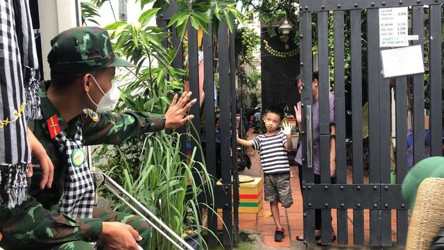 Các chiến sĩ học viên sĩ quan Lục quân 2 rời TP.HCM sau thời gian chống dịch - Ảnh 7.