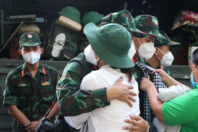 Các chiến sĩ học viên sĩ quan Lục quân 2 rời TP.HCM sau thời gian chống dịch - Ảnh 5.