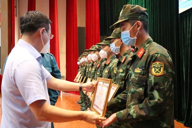 Các chiến sĩ học viên sĩ quan Lục quân 2 rời TP.HCM sau thời gian chống dịch - Ảnh 1.