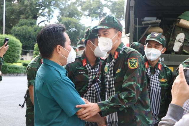 Các chiến sĩ học viên sĩ quan Lục quân 2 rời TP.HCM sau thời gian chống dịch - Ảnh 6.