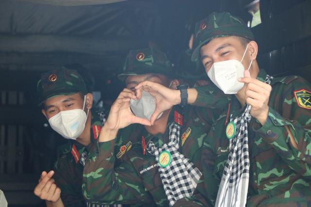 Các chiến sĩ học viên sĩ quan Lục quân 2 rời TP.HCM sau thời gian chống dịch - Ảnh 9.