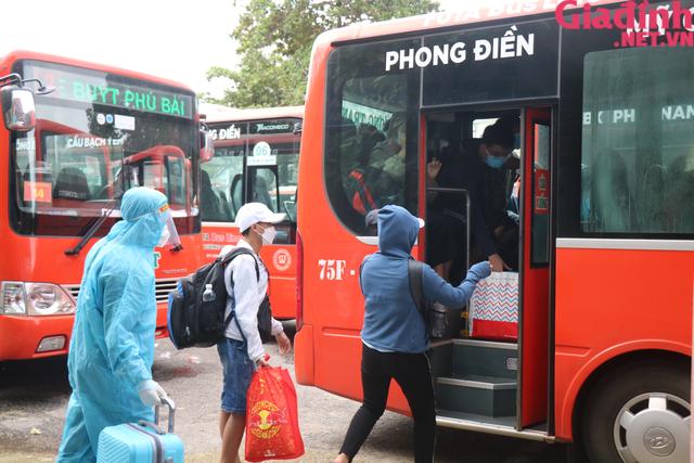 """Chuyến tàu """"yêu thương"""" đưa hàng trăm công dân Thừa Thiên Huế từ TP. HCM về quê - Ảnh 10."""