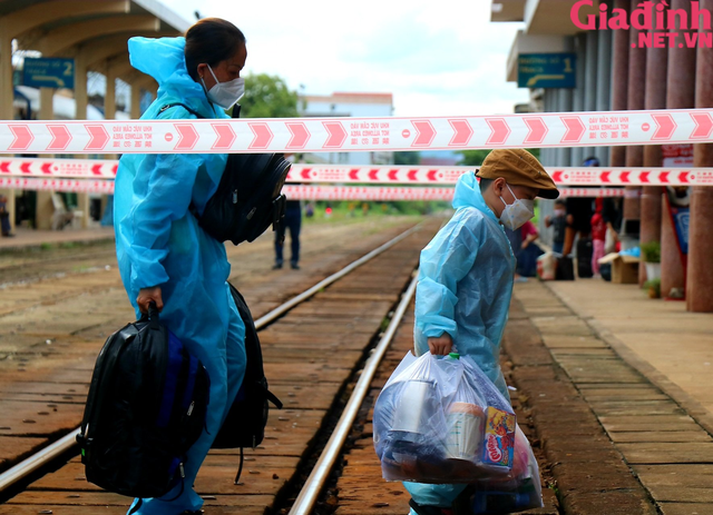 """Chuyến tàu """"yêu thương"""" đưa hàng trăm công dân Thừa Thiên Huế từ TP. HCM về quê - Ảnh 9."""