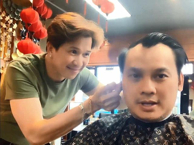 Ca sĩ Vân Trường Chân tình tuổi 51 độc thân, làm thợ cắt tóc ở Mỹ - Ảnh 2.