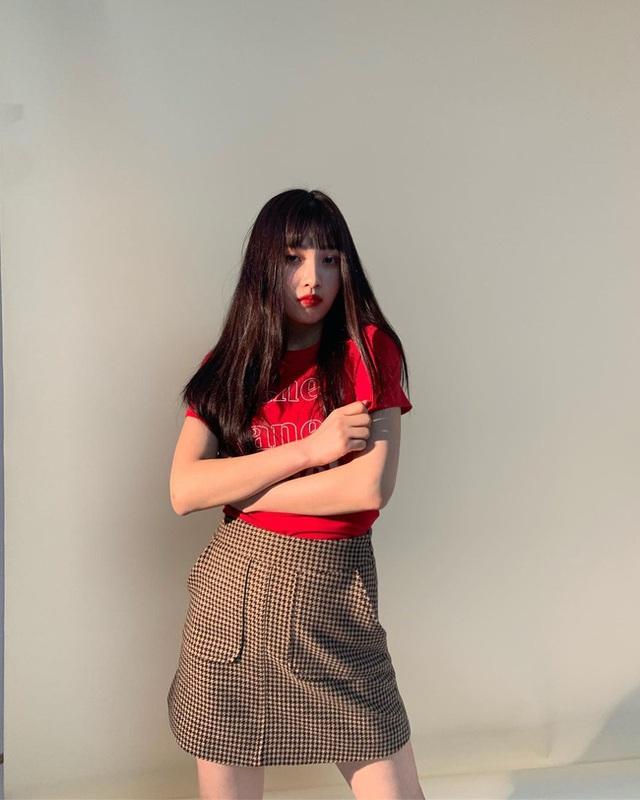 Chị em rất nên học Joy (Red Velvet) cách diện chân váy không chỉ sang chảnh mà còn hack được vài tuổi - Ảnh 10.