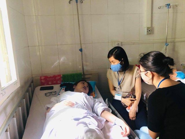 Mồ côi cha, sống xa mẹ, nữ sinh mang trong mình bệnh nặng không có tiền điều trị - Ảnh 3.
