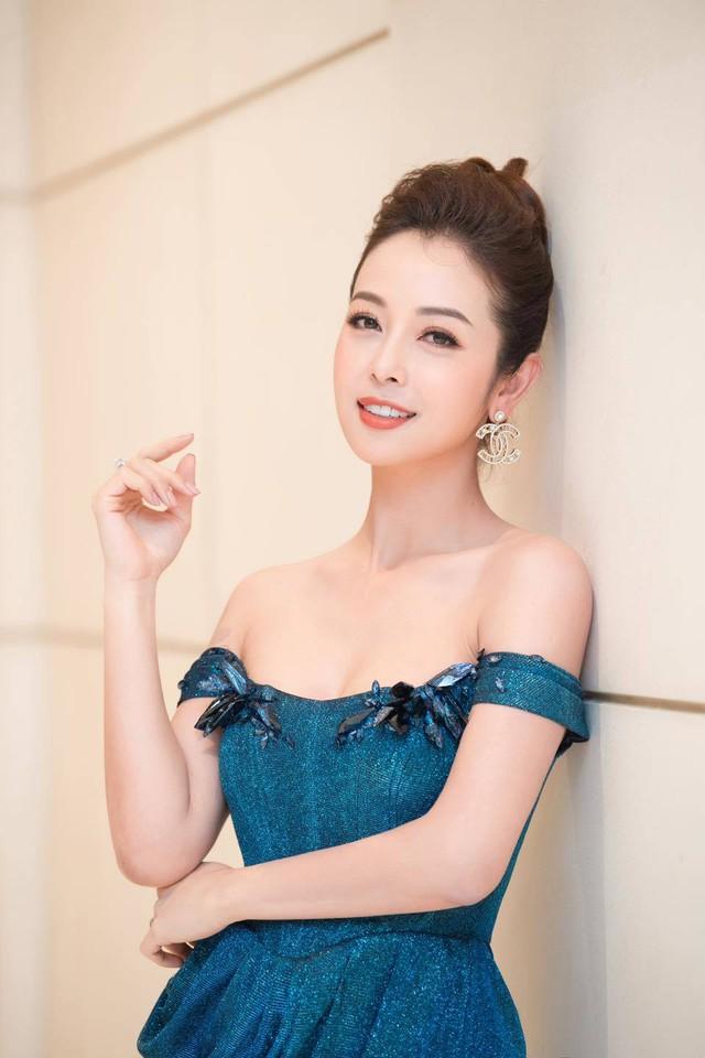 Hoa hậu Jennifer Phạm xinh đẹp và viên mãn tuổi 36 - Ảnh 1.