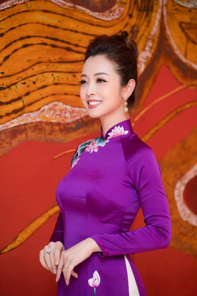 Hoa hậu Jennifer Phạm xinh đẹp và viên mãn tuổi 36 - Ảnh 11.